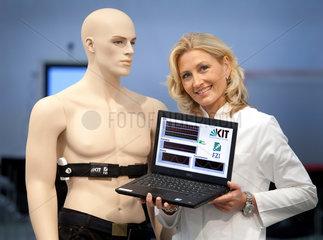 Duesseldorf  Deutschland  nicht-invasives EKG zum dauerhaften Monitoring auf der Messe Medica