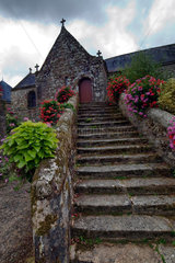 La Vraie Croix  Frankreich  Steintreppe zur Kapelle