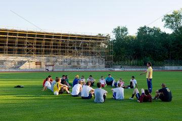 Berlin  Deutschland  1. Herren SC Union 06 mit dem Trainer Gzim Shala im Poststadion