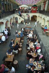 London  Grossbritannien  Gastronomie in den Markthallen des Covent Garden Market