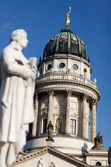 Berlin  Deutschland  Franzoesischer Dom und Statue von Friedrich Schiller