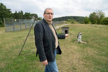 Geisa  Deutschland  Henning Pietzsch auf der Grenzanlage der Gedenkstaette Point Alpha