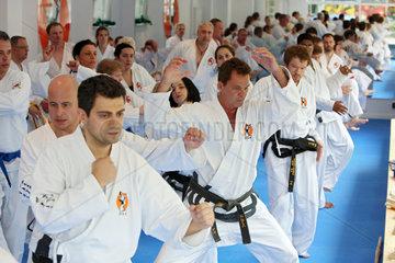 Berlin  Deutschland  Menschen bei einem Taekwondo-Kurs