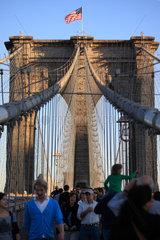 New York City  USA  Drahtseile und Pfeiler der Brooklyn Bridge