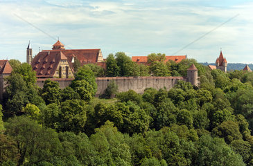 Rothenburg ob der Tauber  Deutschland  Blick vom Burggarten auf die Rossmuehle