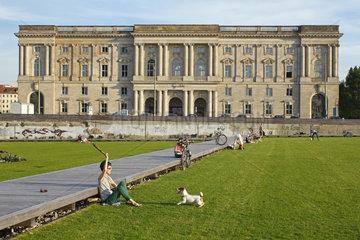 Berlin  Deutschland  Blick vom Schlossplatz auf die Hochschule fuer Musik