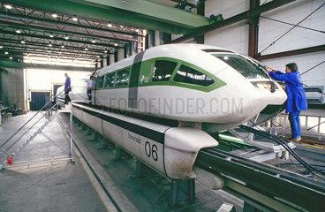 Transrapid 6 in der Halle