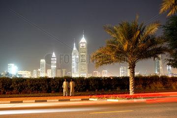 Dubai  Stadtansicht bei Daemmerung
