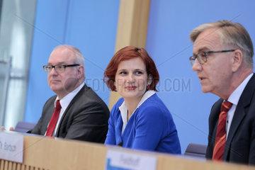 Bundespressekonferenz zum Thema: Altersarmut wirksam verhindern und bekaempfen - das Rentenniveau anheben und die Solidarische Mindestrente einfuehren