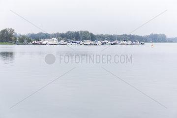 Sporthafen im Rhein
