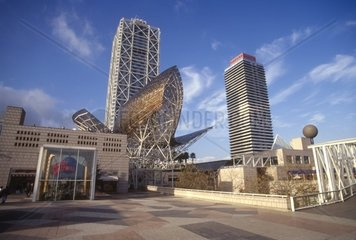 Bronce sculpture 'peix d'or'  Olympic Village  Port Olympic  Barcelona  Catalonia  Spain  Frank O Gehry
