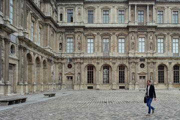 Paris  Frankreich  Innenhof im Louvre