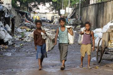 Reportage Tiljala Road Slum an den Bahngleisen Park Circus in Kolkata