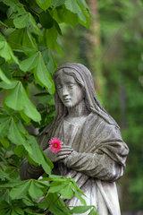 Lemberg  Ukraine  Marienskulptur auf dem Lytschakiwski-Friedhof