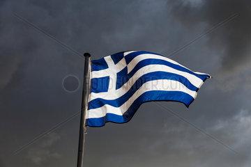 Berlin  Deutschland  Flagge Griechenlands weht im Wind