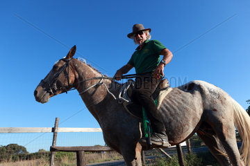 Santa Margherita di Pula  Italien  Reiter mit Cowboyhut im Portrait