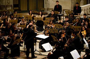 Dresden  Deutschland  das Jugendsymphonieorchester Heliopolis aus Brasilien bei einem Konzert