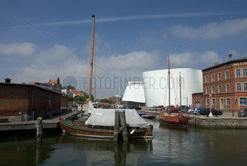 Stralsund  Deutschland  Blick ueber den Semlower Kanal auf das Ozeaneum