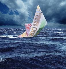 Hamburg  Deutschland  untergehendes Euro-Schiff