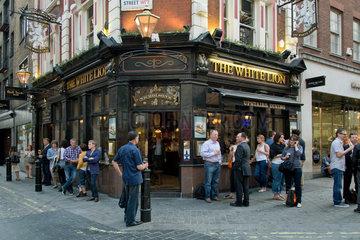 London  Grossbritannien  der Pub The White Lion in Covent Garden im West End