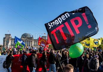 Berlin  Deutschland  Demonstration gegen das Freihandelsabkommen TTIP