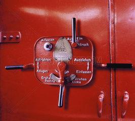Hamburg  Deutschland  Schalthebel am Feuerwehrauto