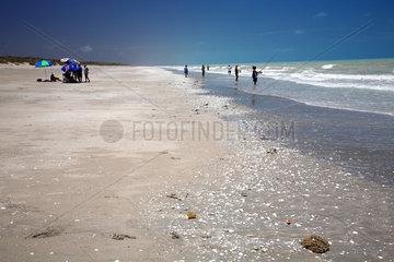 Eighty Mile Beach  Australien  Strand mit Anglern
