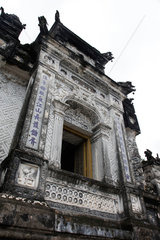 Hue  Vietnam  altes Tor auf dem Gelaende des Kaisergrabs von Minh Mang