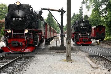 Drei Annen Hohne  Deutschland  die Lok der Brockenbahn wird mit Wasser aufgefuellt