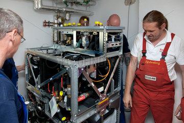Berlin  Deutschland  ein Zuhausekraftwerk von Lichtblick wird installiert