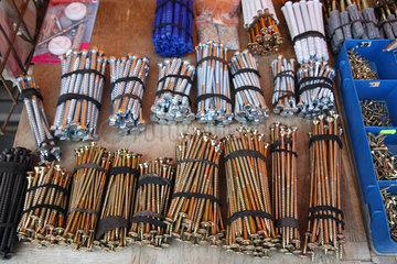 Brest  Weissrussland  ausgelegte Schrauben auf einem Verkaufsstand