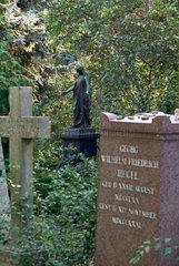 Berlin  Deutschland  Blick auf eine Jesusfigur mit Grab von Georg Wilhelm Friedrich Hegel