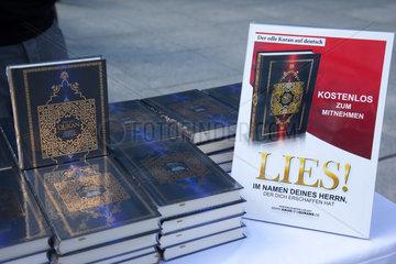 Berlin  Deutschland  Koran-Exemplare kostenlos zum Mitnehmen