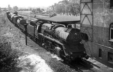 Magdeburg  DDR  die 41 1159 mit Gueterzug in Magdeburg