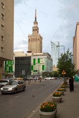 Warschau  Polen  der Kulturpalast im Stadtzentrum am Morgen