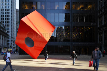 New York City  USA  Kunstwerk Red Cube