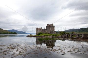 Dornie  Grossbritannien  Eilean Donan Castle am Loch Duich