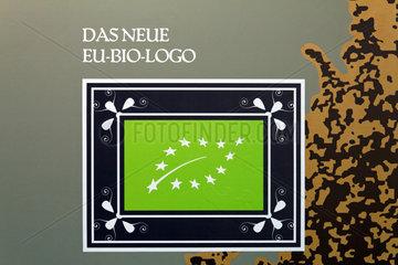 Berlin  Deutschland  Tafel mit dem neuen EU-Bio-Logo auf der Gruenen Woche