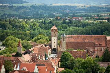 Rothenburg ob der Tauber  Deutschland  Blick vom Rathausturm auf den Spitalturm
