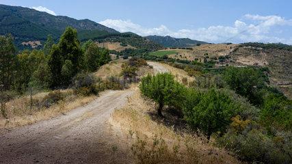 Siniscola  Italien  Landschaftsaufnahme in der Bergkette Monte Albo auf der Insel Sardinien