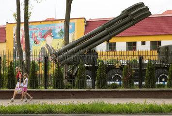 Lemberg  Ukraine  Blick auf Strasse mit Passanten entlang