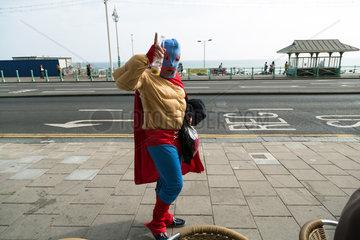 Brighton  Grossbritannien  Mann verkleidet im Stil mexikanischer Wrestler