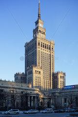 Warschau  Polen  der Kulturpalast im Stadtzentrum