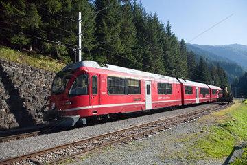 Davos Monstein  Schweiz  Zug der Rhaetischen Bahn auf der Albula-Linie