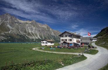 Isola  Schweiz  ein kleines Gasthaus am Silser See im Oberengadin