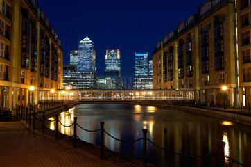 London  Grossbritannien  Blick zum Bankenviertel in Canary Wharf