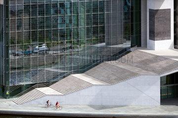 Berlin  Deutschland  Treppen vor dem Marie-Elisabeth-Lueders-Haus im Regierungsviertel