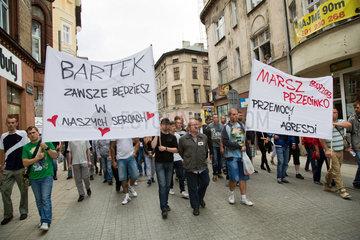 Posen  Polen  Trauermarsch gegen Gewalt und Agression am Tatort eines Mordes in der Fussgaengerzone