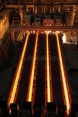 Warschau  Polen  die Stranggiessanlage im Stahlwerk ArcelorMittal Warszawa