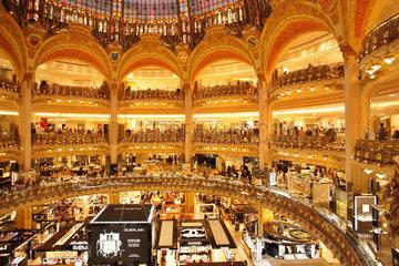Paris  Frankreich  Innenansicht des Kaufhaus Galeries Lafayette in Paris